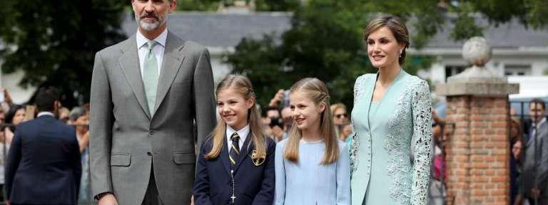 La Infanta Sofía recibe la primera comunión en su colegio 17 de mayo de 2017