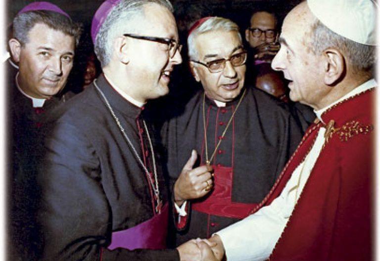 Tarancón y Echarren saludan a Pablo VI
