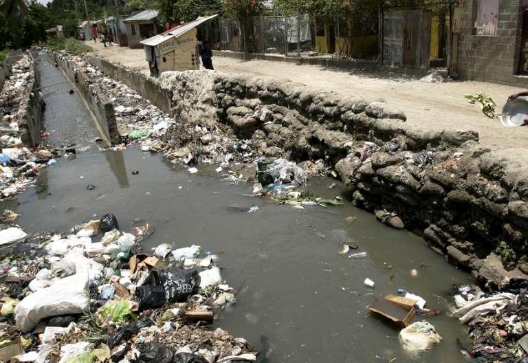 contaminación de un río cambio climático cuidado de la casa común