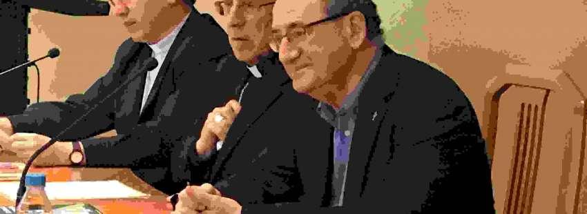 El teólogo Gonzalo Tejerina, el obispo de Tarazona, Eusebio Martínez Sola, y el director de Publicaciones Claretianas, Fernando Prado, en el Instituto Teológico de Vida Consagrada, el 18 de mayo de 2017
