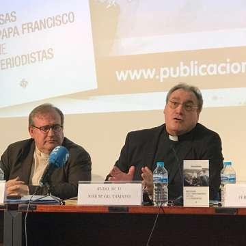 presentación del libro de Manuel María Bru sacerdote y periodista sobre papa Francisco y periodistas José María Gil Tamayo 24 mayo 2017