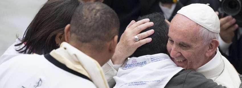papa Francisco se reúne con enfermos Huntington en el Vaticano 18 mayo 2017