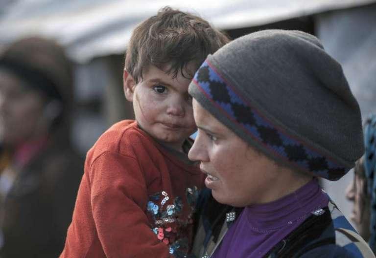 Madre e hijo sirios, en un campo de refugiados en Líbano