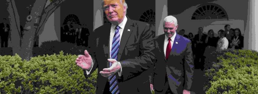 JJL11 WASHINGTON (EE.UU.), 04/05/2017.- El presidente de EE.UU. Donald J. Trump (i), acompañado por el vicepresidente de Estados Unidos, Mike Pence (d), y legisladores, celebran votación en la Cámara para rechazar y reemplazar el programa de salud Obamacare hoy, jueves 4 de mayo de 2017, en el Rose Garden de la Casa Blanca en Washington (EE.UU.). EFE/JIM LO SCALZO