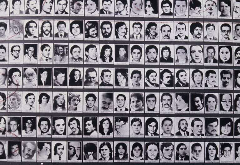 fotos en blanco y negro de personas víctimas de la dictadura en Argentina