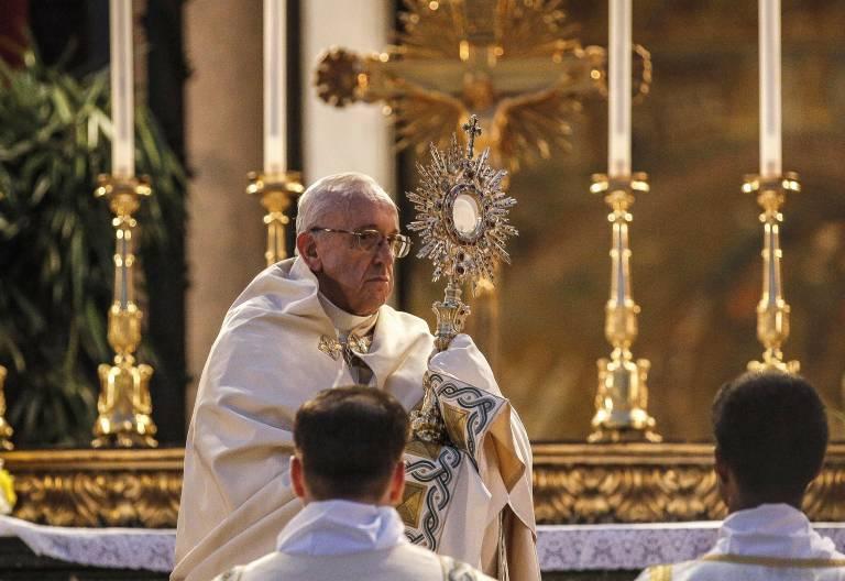 El papa Francisco durante la celebración del Corpus Christi 18 junio 2017 Vaticano