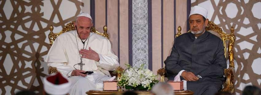 El papa Francisco visita la Universidad de Al-Azhar durante su viaje a Egipto abril 2017