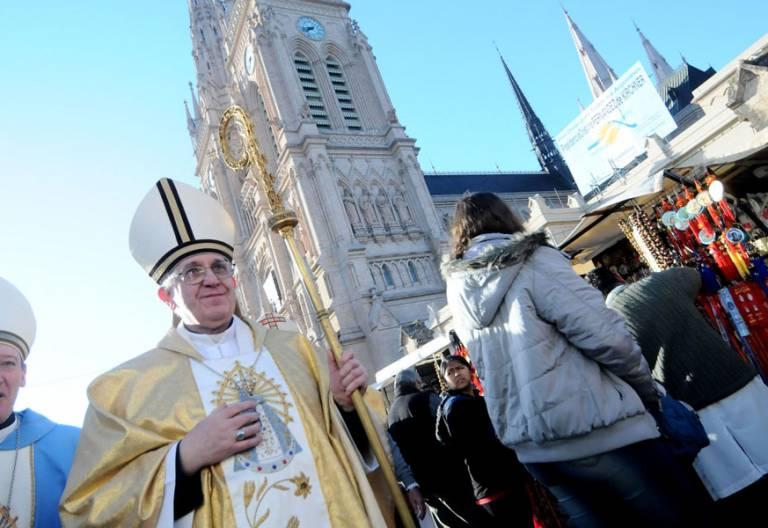 Jorge Mario Bergoglio, cuando era arzobispo de Buenos Aires archivo papa Francisco