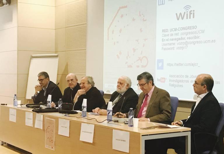 De izquierda a derecha, Enrique Caputo, Carlos Osoro, Alfonso Pérez Agote, Riay Tatary, Mariano Blázquez e Isaac Querub en una jornada sobre diálogo interreligioso en la Universidad Complutense de Madrid 7 de junio de 2017
