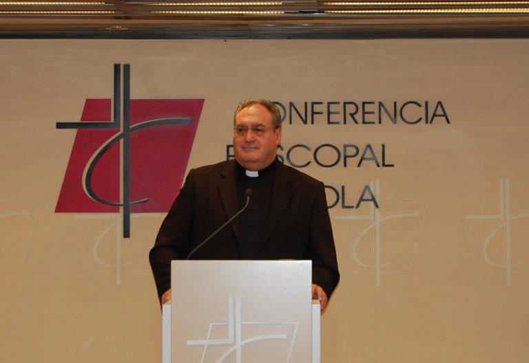 José María Gil Tamayo secretario general de la CEE rueda de prensa Comisión Permanten junio 2017