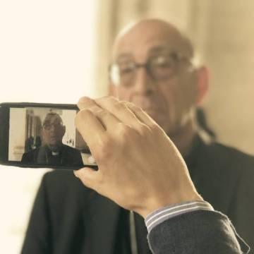 El arzobispo de Barcelona, Juan José Omella, en la Plaza de San Pedro del Vaticano/JOSÉ BELTRÁN