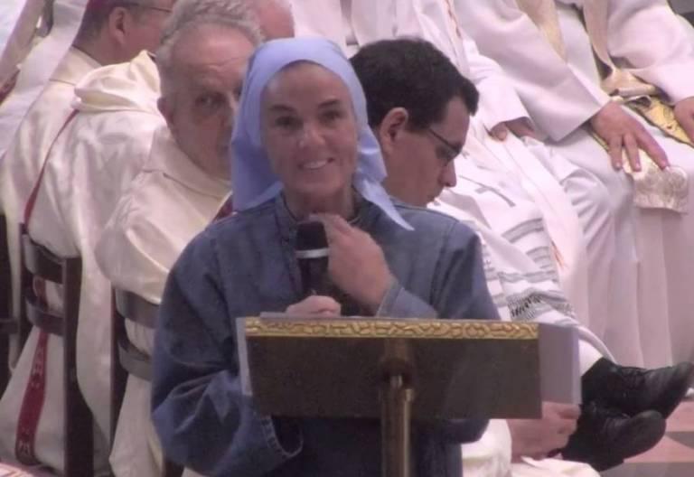 Las religiosas de Iesu Communio, durante la eucaristía en Valencia/Youtube
