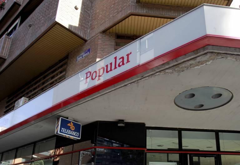 Banco Popular fachada en la calle