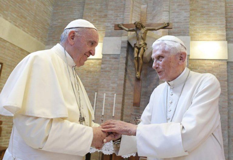 Francisco, con Benedicto XVI, el 28 de junio de 2017, tras el consistorio/CNS