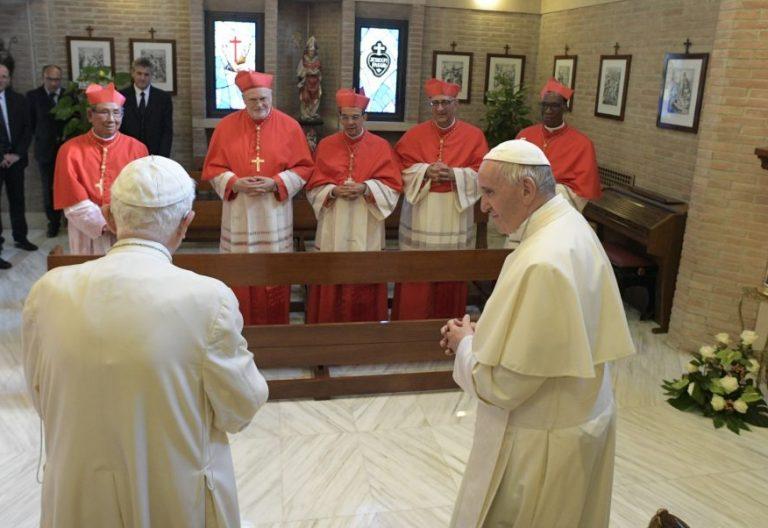 Francisco junto a cinco nuevos cardenales visitan a Benedicto XVI/CNS