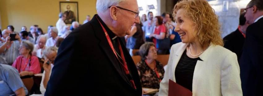 El secretario del Pontificio Consejo para la Unidad de los Cristianos, Brian Farrell, junto a la rectora, Mirian de las Mercedes Cortés Diéguez/UPSA