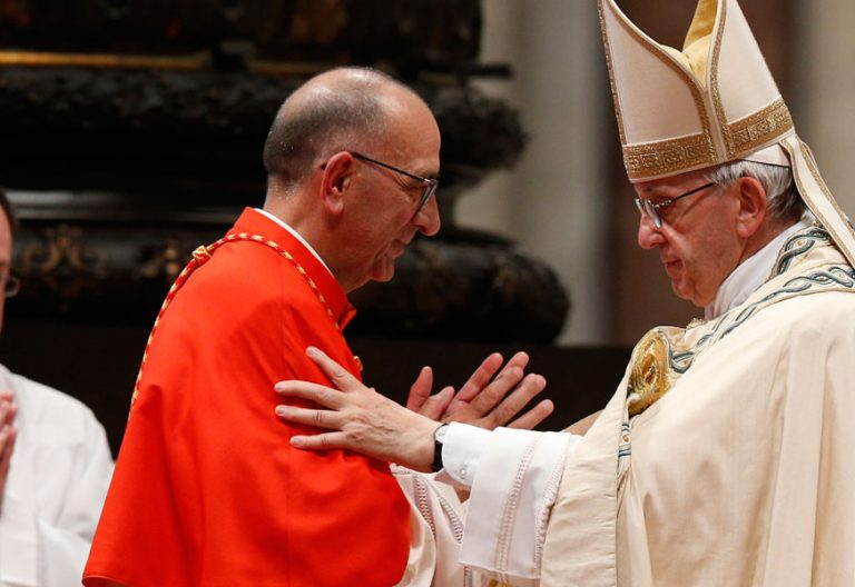 papa Francisco con cardenal Juan José Omella consistorio cardenales 28 junio 2017