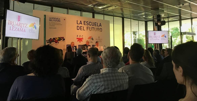 """El Museo del Traje, en Madrid, acogió la presentación de """"La escuela del futuro"""""""