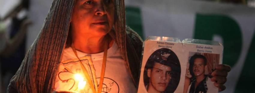 Mujer colombiana durante una concentración por la paz/CNS