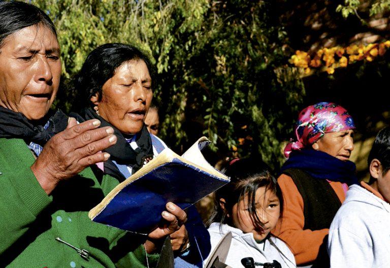 mujeres Puna de Jujuy rezando Viernes Santo