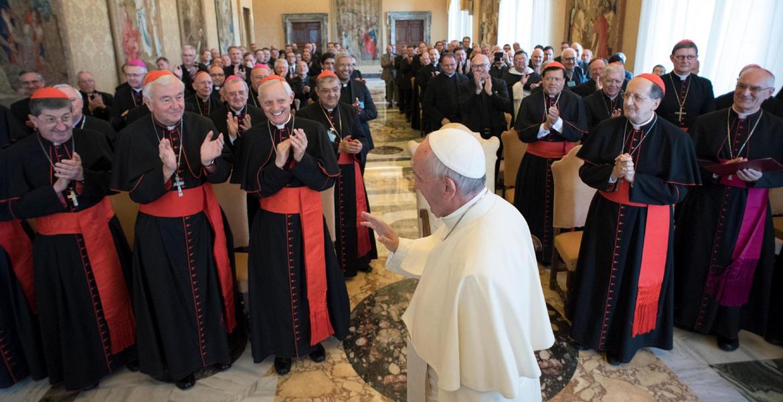 papa Francisco con participantes reunión plenaria Congregación para el Clero junio 2017