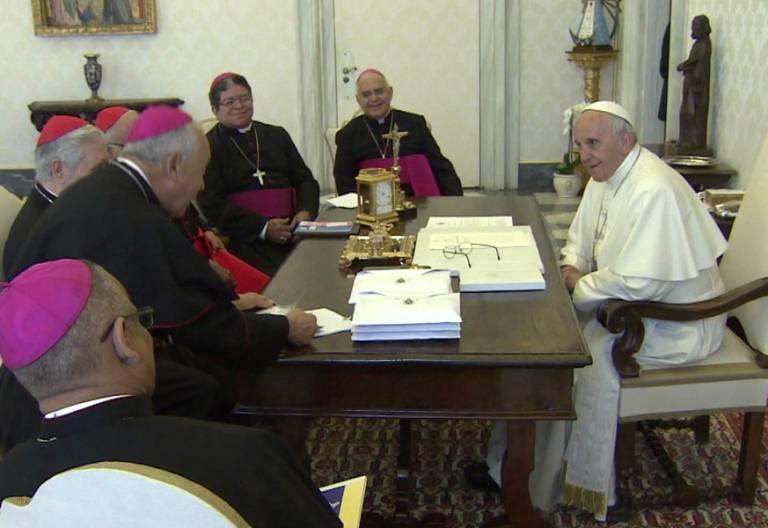 papa Francisco con obispos de Venezuela Vaticano 8 junio 2017