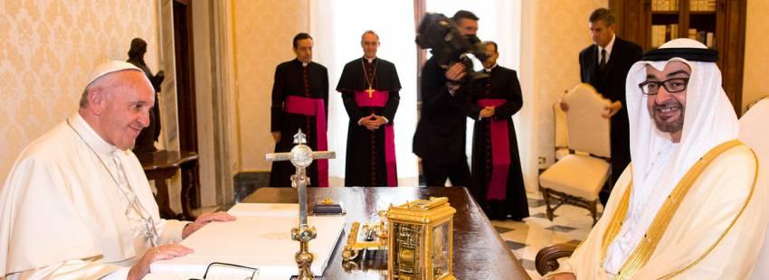 El papa Francisco en su encuentro con el príncipe de Abu Dhabi, Mohammad Bin Zayed