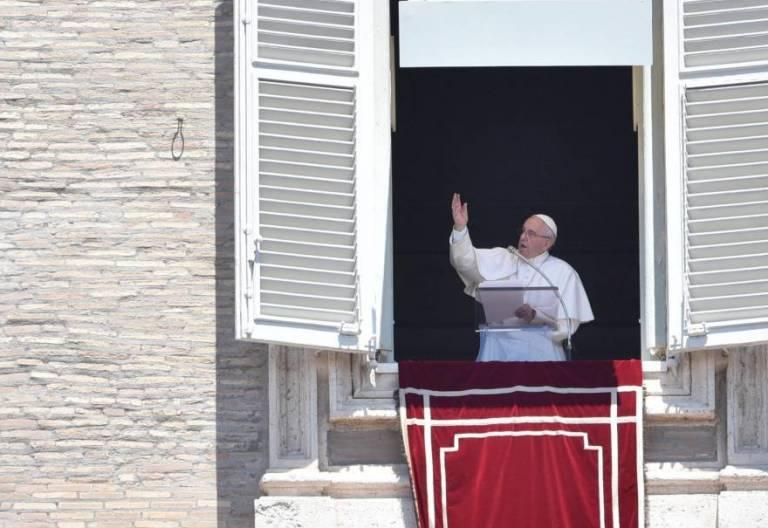 Francisco, durante el rezo del Regina Coeli/EFE