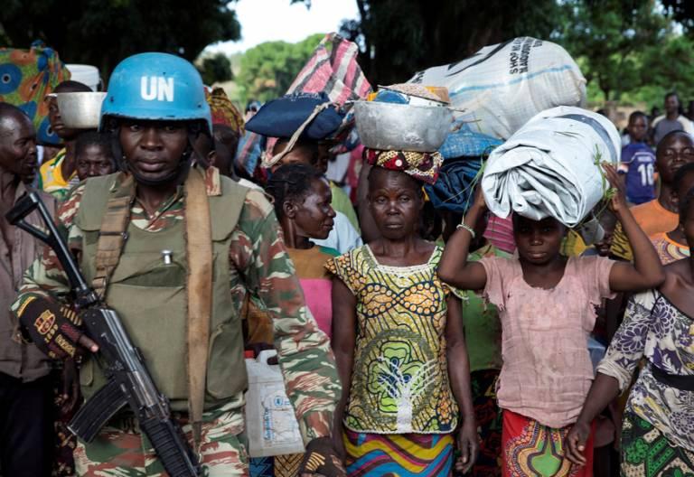 República Centroafricana mujeres protegidas por cascos azules