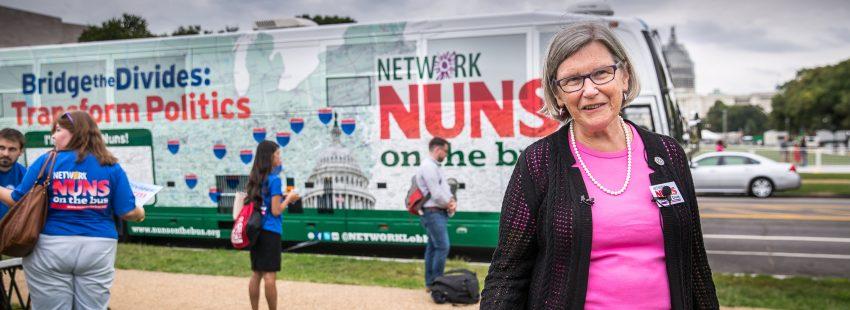 La hermana Simone Campbell, directora ejecutiva de Network, asociación de monjas Estados Unidos