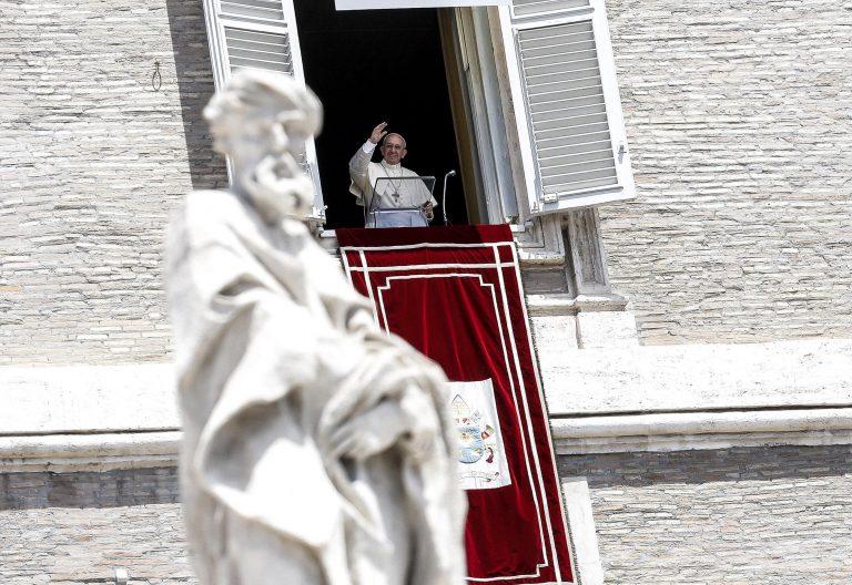 El papa Francisco, durante el Ángelus del domingo 2 de julio de 2017