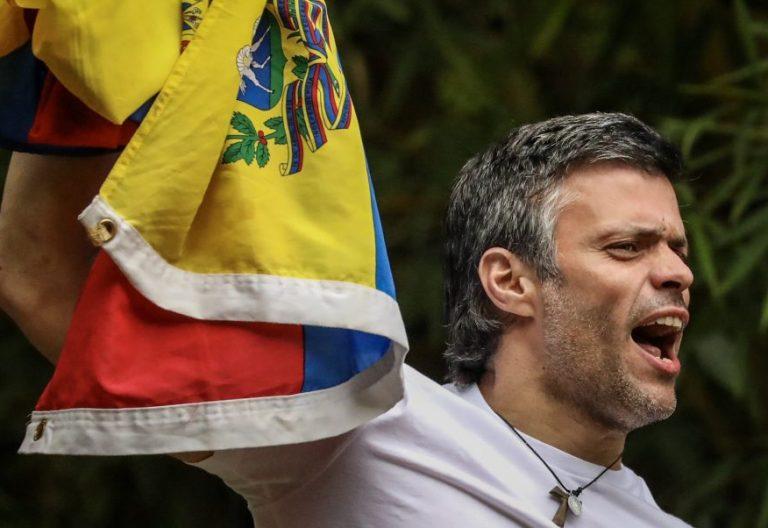 El opositor venezolano Leopoldo López, en su casa en Caracas, 8 de julio de 2017, tras ser liberado/EFE