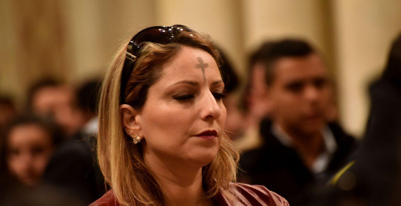 Imagen de archivo de una mujer en la celebración del miércoles de ceniza/CNS