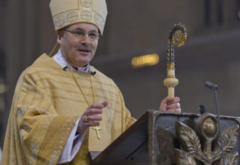 El obispo de Ratisbona, Rudolf Voderholzer, durante su toma de posesión