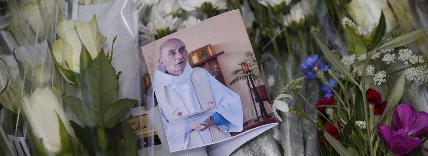 foto del sacerdote Jacques Hamel asesinado por el Estado Islámico julio 2016 memorial en Saint-Etienne-du-Rouvray