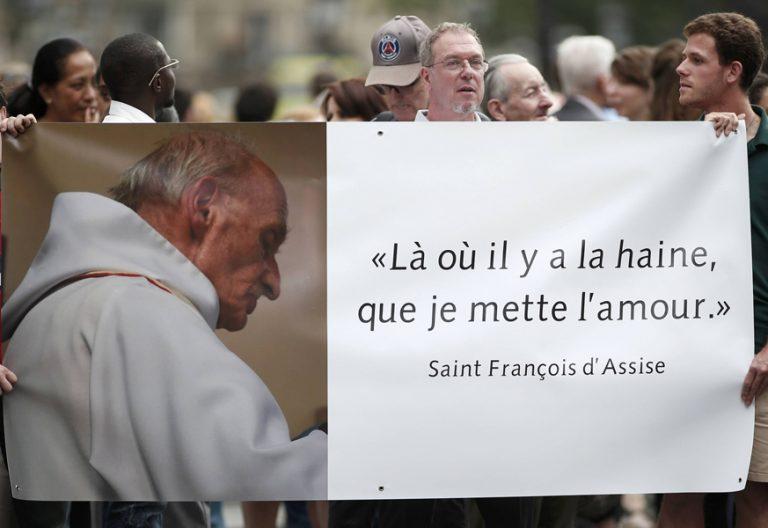 homenaje al sacerdote padre Jacques Hamel asesinado 26 julio 2016 cartel donde haya odio siembre yo amor