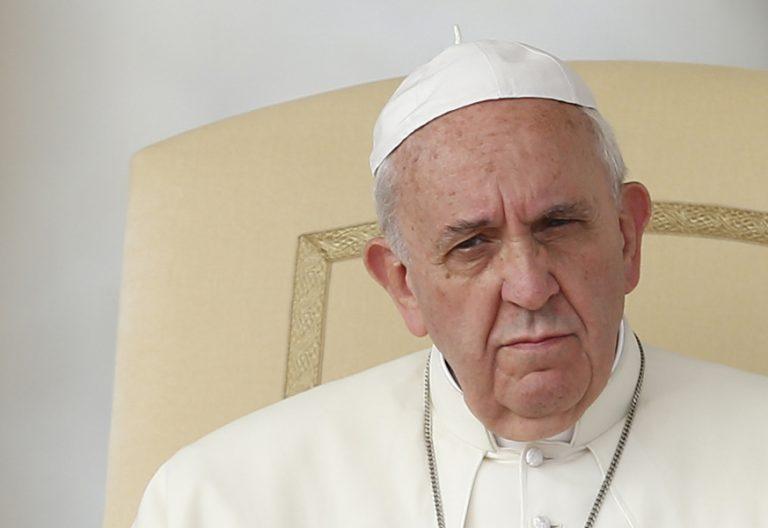 papa Francisco muy serio