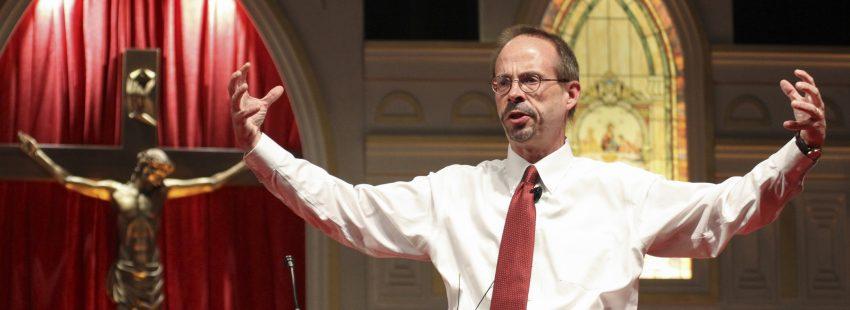 archivo John L. Allen Jr., director de Crux, durante una conferencia