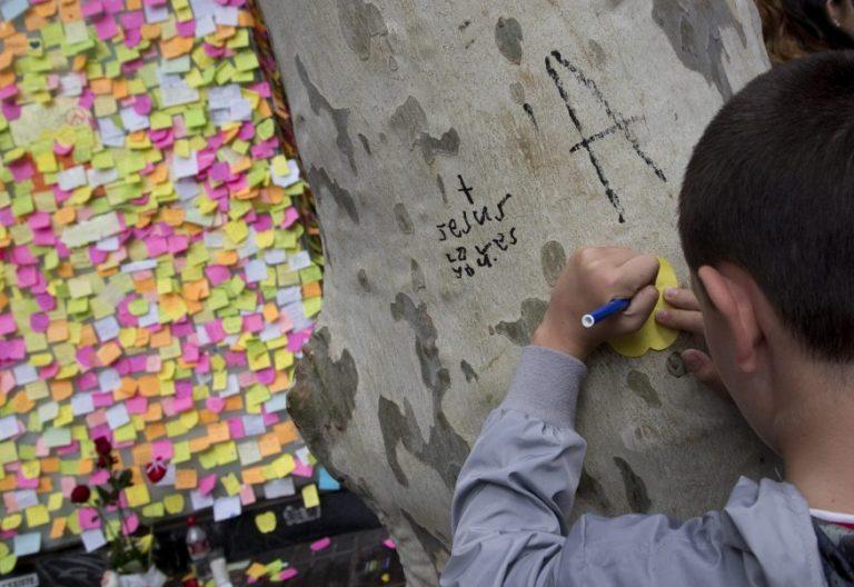 Muestra de solidaridad en las Ramblas tras el atentado de Barcelona/EFE