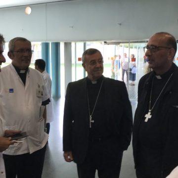 Juan José Omella y Sebastià Taltavull visitan a las víctimas del atentado de Barcelona en el Hospital del Mar