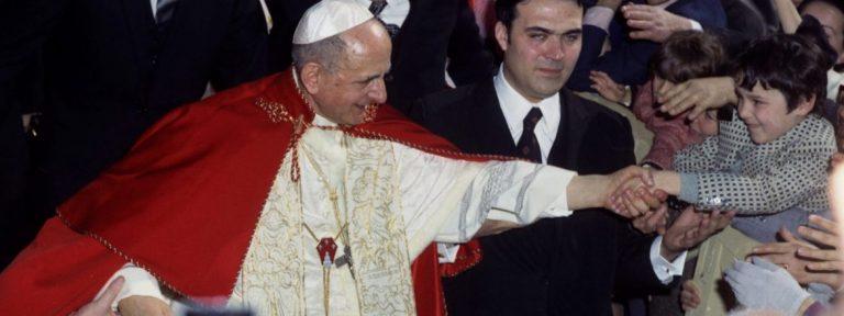 Pablo VI visita la parroquia del Divino Maestro en Roma, en abril de 1972