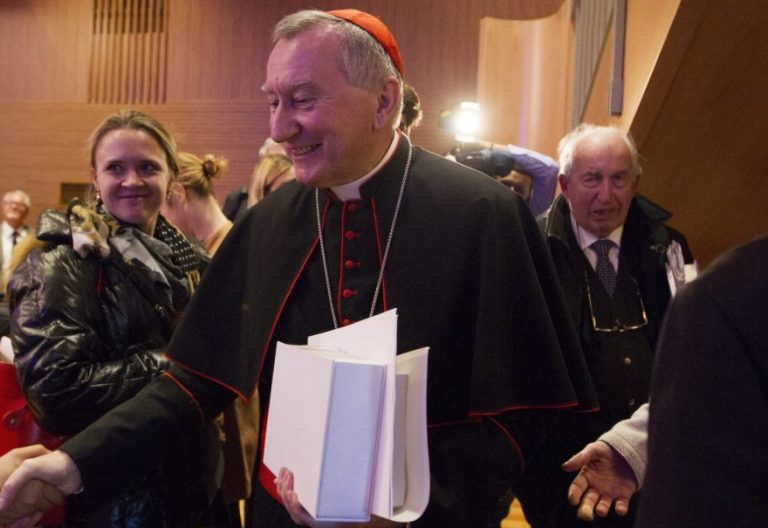 El secretario de Estado vaticano, Pietro Parolin, en la curia general de los jesuitas en noviembre de 2016/CNS