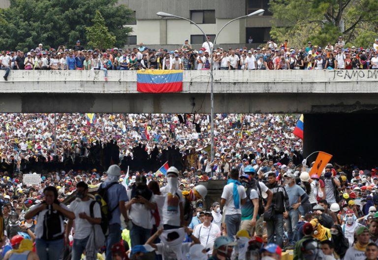 miles de venezolanos en Caracas en protesta contra Nicolás Maduro mayo 2017