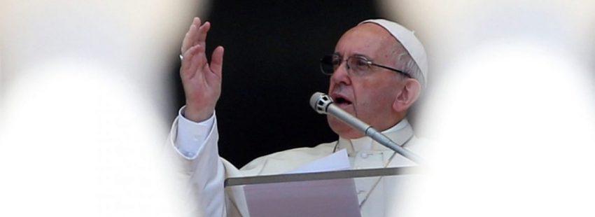 El Papa Francisco, durante el rezo del Ángelus en el día de la Asunción/CNS