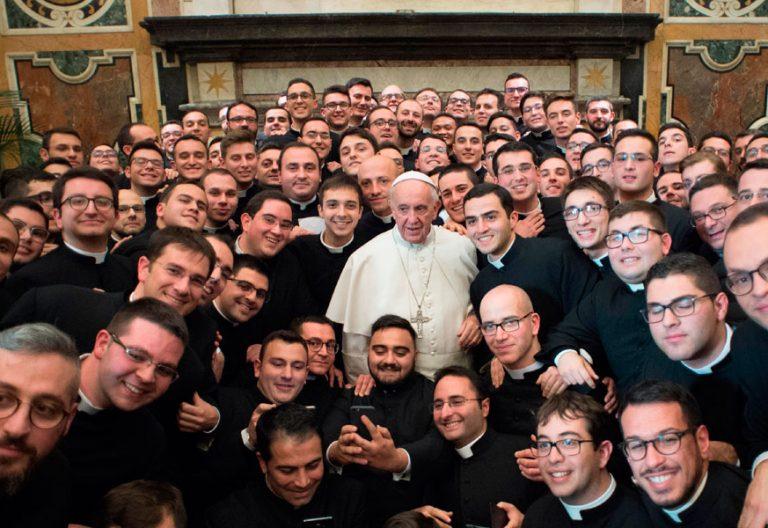 El papa Francisco, en una audiencia con seminaristas archivo