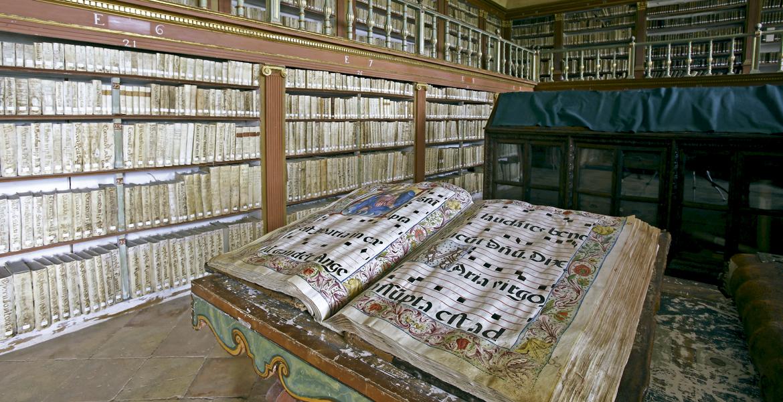 San mill n de la cogolla memoria de una cultura universal for Biblioteca iglesia madrid