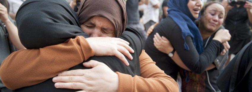 Familiares de los jóvenes de Ripoll (Girona) presuntos autores de los atentados de Barcelona y Cambrils (Tarragona), durante la concentración de repulsa/EFE