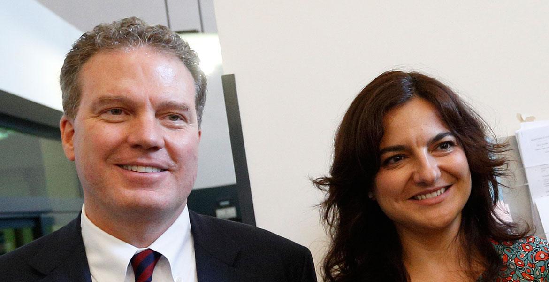 Paloma García Ovejero y Greg Burke ante los medios Oficina de Prensa de la Santa Sede