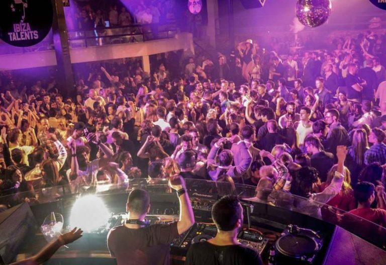 Fiesta en una discoteca de Ibiza/VN