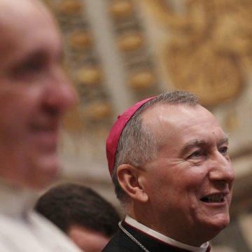 Pietro Parolin y el Papa Francisco, en el encuentro con los nuncios de 2014/CNS